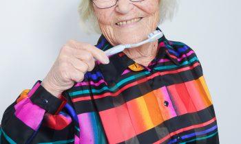 Hyvät hampaat kaiken ikää – Miten ikääntyminen vaikuttaa suunterveyteen?