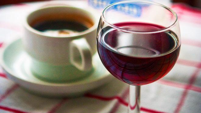 Kahvi ja viini huonoja hampaille